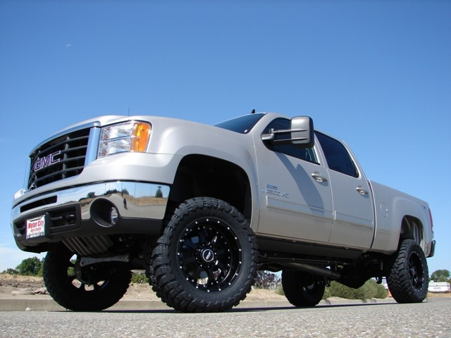 Cognito lift kits and suspension upgrades for 2001-07 Chevy
